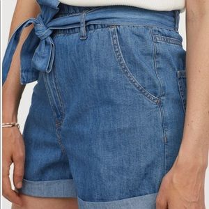 Cute H&M high wasted shorts (NWOT)
